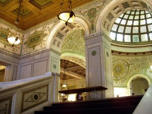 Chicago Cultural Center - Grand Staircase and Preston Bradley Hall with the Tiffany Glass Dome. Photo by Daderot. (Own work (I took this photo)) [GFDL (http://www.gnu.org/copyleft/fdl.html) or CC-BY-SA-3.0 (http://creativecommons.org/licenses/by-sa/3.0/)], via Wikimedia Commons